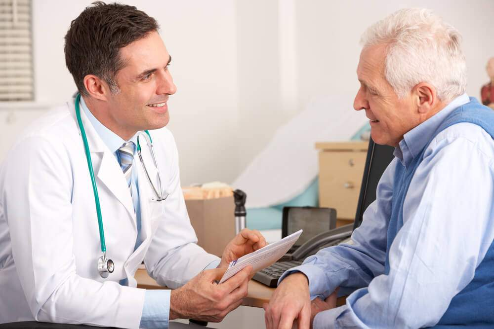 Doctor and patient are discussing how to treat arthritis